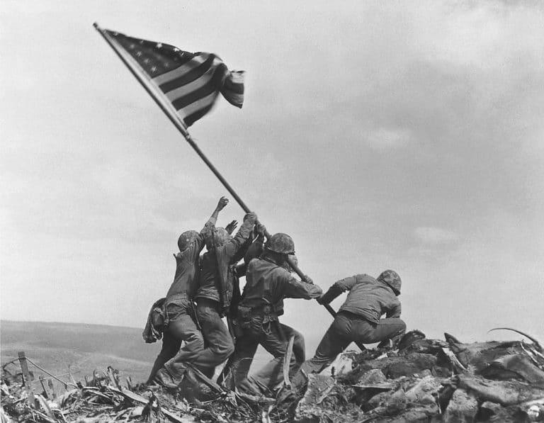 Raising the flag in Iwo Jima